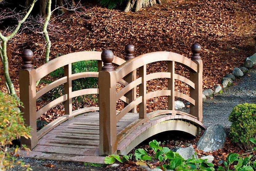 Декоративный мостик в ландшафтном дизайне