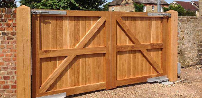 Деревянные ворота: особенности, виды, нюансы изготовления и монтажа