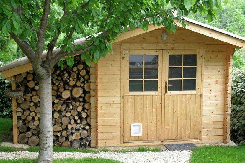 Какие хозяйственные постройки нужны на загородном участке