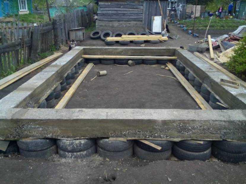 Как правильно сделать фундамент из покрышек и какой он вообще бывает