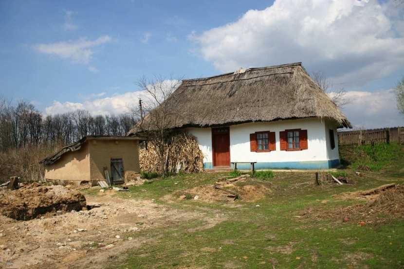 Саманный дом: что такое легкий и тяжелый саман, как из него строить